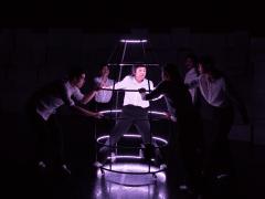 《偽實象限》演出之燈光裝置設計 - 鐵籠