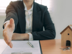 Guide to Becoming a Successful Real Estate Agent
